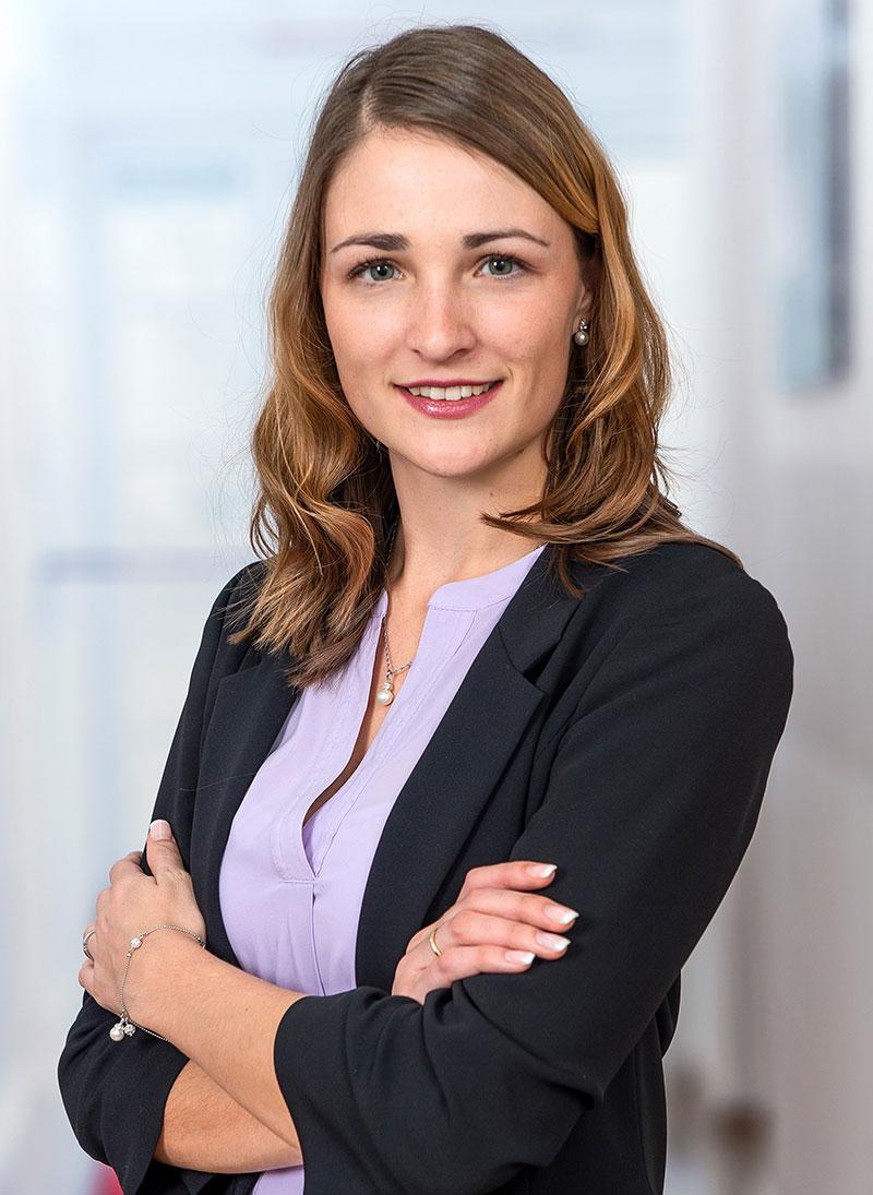 Frau Belinda Lidl